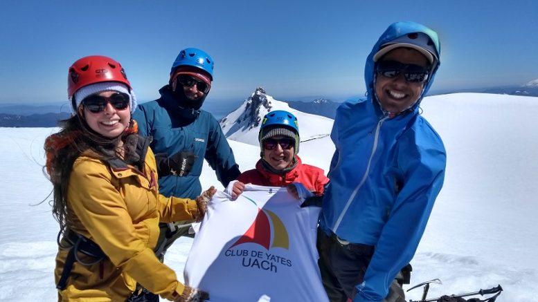 Club de Yates UACh y Alerce Outdoor hacen cumbre en Volcán Mocho para difundir una cultura de montaña